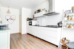 Bekijk appartement te huur in Amsterdam Tweede Van der Helststraat, € 1775, 72m2 - 343039. Geïnteresseerd? Bekijk dan deze appartement en laat een bericht achter!