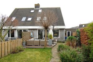 Bekijk woning te huur in Almere Rietmeent, € 1650, 150m2 - 351720. Geïnteresseerd? Bekijk dan deze woning en laat een bericht achter!