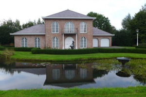 View house for rent in Maren-Kessel Provincialeweg, € 3000, 320m2 - 386536. Interested? check out this house and leave a message!
