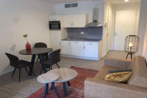 Bekijk appartement te huur in Badhoevedorp Jan van Gentstraat, € 1160, 28m2 - 362061. Geïnteresseerd? Bekijk dan deze appartement en laat een bericht achter!