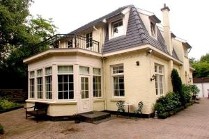 Bekijk woning te huur in Rijswijk Zh Julialaantje, € 3500, 215m2 - 280317. Geïnteresseerd? Bekijk dan deze woning en laat een bericht achter!