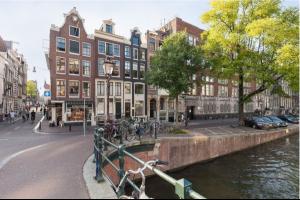 Bekijk woning te huur in Amsterdam Singel, € 4500, 200m2 - 321186. Geïnteresseerd? Bekijk dan deze woning en laat een bericht achter!