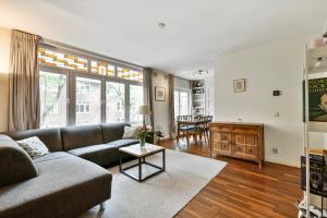 Bekijk appartement te huur in Amsterdam Achillesstraat, € 1650, 55m2 - 369919. Geïnteresseerd? Bekijk dan deze appartement en laat een bericht achter!