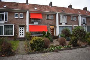 Bekijk woning te huur in Eindhoven S. Claralaan, € 1850, 100m2 - 356931. Geïnteresseerd? Bekijk dan deze woning en laat een bericht achter!