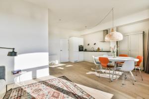 Bekijk appartement te huur in Amsterdam Tesselschadestraat, € 2750, 80m2 - 393299. Geïnteresseerd? Bekijk dan deze appartement en laat een bericht achter!
