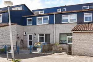 View house for rent in Delft Kuifeendhof, € 900, 74m2 - 375055. Interested? check out this house and leave a message!