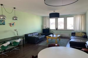 Bekijk appartement te huur in Amsterdam Hoofdweg, € 1800, 97m2 - 380030. Geïnteresseerd? Bekijk dan deze appartement en laat een bericht achter!