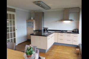 Bekijk appartement te huur in Amstelveen Stadsplein: Zeer ruim en licht 3-kamer appartement in hartje centrum Amste... - € 2350, 120m2 - 323983