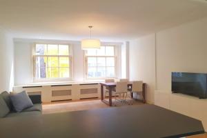 Bekijk appartement te huur in Amsterdam Taksteeg, € 1850, 75m2 - 373339. Geïnteresseerd? Bekijk dan deze appartement en laat een bericht achter!