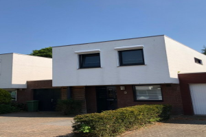 View house for rent in Maastricht Vierduitruwe, € 1250, 135m2 - 365914. Interested? check out this house and leave a message!