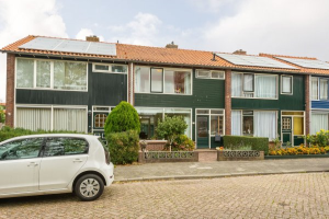 View house for rent in Brielle Van der Fuyckstraat, € 1800, 95m2 - 371312. Interested? check out this house and leave a message!