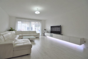 View house for rent in Almere Lofotenweg, € 2100, 139m2 - 381413. Interested? check out this house and leave a message!