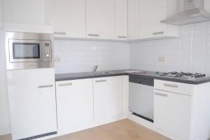Bekijk appartement te huur in Den Haag Groot Hertoginnelaan, € 865, 36m2 - 388045. Geïnteresseerd? Bekijk dan deze appartement en laat een bericht achter!
