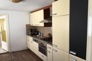 For rent: House Broekhovenseweg, Tilburg - 1