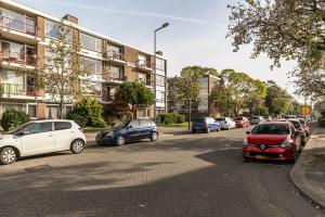 Bekijk appartement te huur in Rotterdam Ellemare: Gemoderniseerd 2 kamer appartement - € 825, 70m2 - 353037