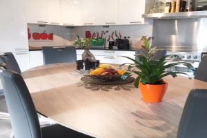 Bekijk appartement te huur in Amsterdam Rijnsburgstraat, € 1775, 72m2 - 380116. Geïnteresseerd? Bekijk dan deze appartement en laat een bericht achter!