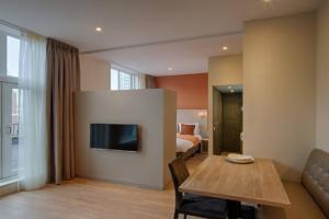 Bekijk appartement te huur in Den Haag Laan Copes van Cattenburch, € 1575, 35m2 - 387412. Geïnteresseerd? Bekijk dan deze appartement en laat een bericht achter!