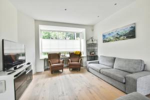 Bekijk woning te huur in Amstelveen Handweg, € 4400, 225m2 - 394491. Geïnteresseerd? Bekijk dan deze woning en laat een bericht achter!