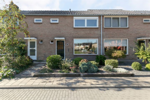 View house for rent in Enschede Roelof van Schevenstraat, € 950, 139m2 - 369314. Interested? check out this house and leave a message!