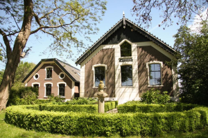 View house for rent in Weesp 's-Gravelandseweg, € 2000, 100m2 - 364985. Interested? check out this house and leave a message!