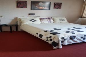 Bekijk kamer te huur in Hellevoetsluis Meeuwenlaan, € 750, 50m2 - 347467. Geïnteresseerd? Bekijk dan deze kamer en laat een bericht achter!