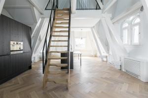 Bekijk appartement te huur in Amsterdam Kloveniersburgwal, € 2050, 65m2 - 393558. Geïnteresseerd? Bekijk dan deze appartement en laat een bericht achter!