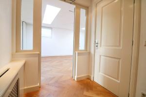 Bekijk appartement te huur in Den Haag Van der Heimstraat, € 1950, 100m2 - 381415. Geïnteresseerd? Bekijk dan deze appartement en laat een bericht achter!