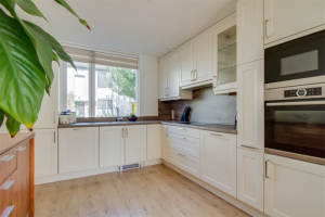 View house for rent in Utrecht Baarsstraat, € 1650, 110m2 - 400655. Interested? check out this house and leave a message!