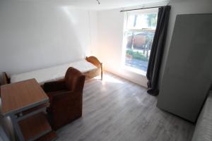 Bekijk kamer te huur in Enschede G.J. van Heekstraat, € 360, 15m2 - 392951. Geïnteresseerd? Bekijk dan deze kamer en laat een bericht achter!
