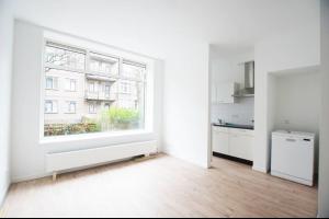 Bekijk appartement te huur in Rotterdam Vlaggemanstraat: Ruim, nieuw gerenoveerd 4-kamer appartement - € 1350, 105m2 - 293587