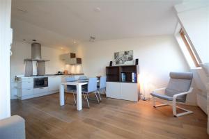 Bekijk appartement te huur in Amsterdam Albert Cuypstraat, € 1500, 37m2 - 390857. Geïnteresseerd? Bekijk dan deze appartement en laat een bericht achter!