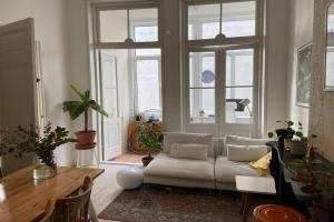 Te huur: Studio Zoutmanstraat, Den Haag - 1