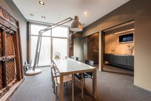 Bekijk appartement te huur in Den Haag Loosduinsekade, € 2100, 180m2 - 363957. Geïnteresseerd? Bekijk dan deze appartement en laat een bericht achter!