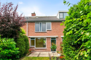 View house for rent in Hellevoetsluis Spiering, € 1295, 85m2 - 384038. Interested? check out this house and leave a message!