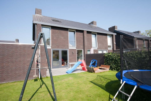View house for rent in Weert Aletta Jacobsstraat, € 1150, 148m2 - 397343. Interested? check out this house and leave a message!