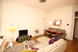 Bekijk appartement te huur in Amsterdam E. Tuindwarsstraat, € 1600, 58m2 - 358323. Geïnteresseerd? Bekijk dan deze appartement en laat een bericht achter!