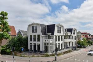 Bekijk appartement te huur in Amstelveen Amsterdamseweg: Luxe 2-kamer benedenwoning  - € 2100, 81m2 - 353243