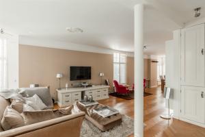Bekijk appartement te huur in Amsterdam Banstraat, € 3500, 122m2 - 393117. Geïnteresseerd? Bekijk dan deze appartement en laat een bericht achter!