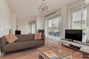 Bekijk appartement te huur in Amsterdam Klaroenstraat, € 1895, 102m2 - 386718. Geïnteresseerd? Bekijk dan deze appartement en laat een bericht achter!