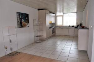 Bekijk appartement te huur in Voorschoten Bram Limburgstraat, € 1650, 170m2 - 376068. Geïnteresseerd? Bekijk dan deze appartement en laat een bericht achter!