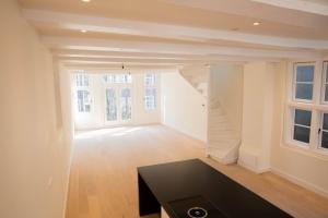 Bekijk appartement te huur in Amsterdam Oudezijds Achterburgwal, € 2950, 130m2 - 377661. Geïnteresseerd? Bekijk dan deze appartement en laat een bericht achter!