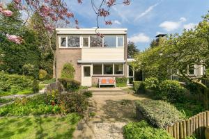 Bekijk woning te huur in Soest van Goyenlaan, € 2500, 200m2 - 373759. Geïnteresseerd? Bekijk dan deze woning en laat een bericht achter!
