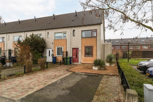 View house for rent in Almere Jan Rijksenstraat, € 1300, 205m2 - 363405. Interested? check out this house and leave a message!