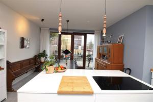 Bekijk appartement te huur in Amsterdam Koopvaardersplantsoen, € 2500, 144m2 - 382355. Geïnteresseerd? Bekijk dan deze appartement en laat een bericht achter!