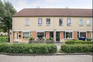 Bekijk woning te huur in Almere Florrie Rodrigostraat, € 1150, 107m2 - 316237. Geïnteresseerd? Bekijk dan deze woning en laat een bericht achter!