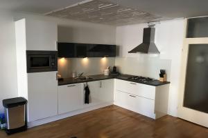Bekijk appartement te huur in Tilburg Voltstraat: Ruimtelijk, licht 3-kamer appartement - € 895, 75m2 - 352880