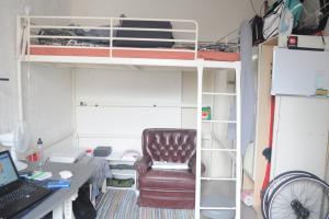 Bekijk kamer te huur in Den Haag Gedempte Burgwal, € 460, 12m2 - 370779. Geïnteresseerd? Bekijk dan deze kamer en laat een bericht achter!