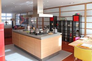 Bekijk appartement te huur in Den Haag Hooikade, € 3600, 150m2 - 373734. Geïnteresseerd? Bekijk dan deze appartement en laat een bericht achter!