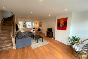 Bekijk appartement te huur in Amsterdam Albert Cuypstraat, € 2250, 100m2 - 378322. Geïnteresseerd? Bekijk dan deze appartement en laat een bericht achter!