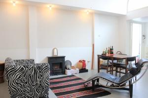 Bekijk studio te huur in Den Haag Koediefstraat, € 1000, 60m2 - 356678. Geïnteresseerd? Bekijk dan deze studio en laat een bericht achter!